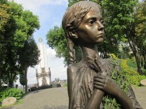 Das Mädchen mit den Ähren - Symbol für das grausige Hungerleiden