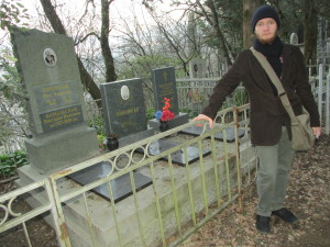 """Notwendige Opfer"" - Anatolij am Familiengrab"